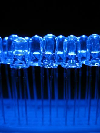 330px-Blue_light_emitting_diodes_over_a_proto-board